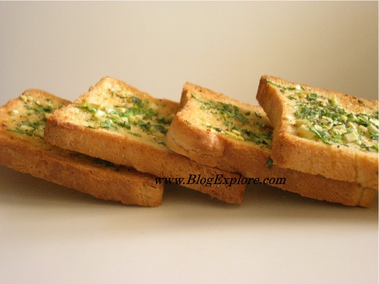 طــريقة عمــــل الـخبز الّلـذيييييذ بالثـــوووم Garlic Bread