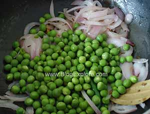 adding peas for peas pulao recipe