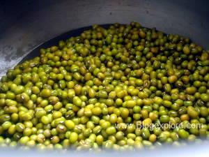 pressure cooking green moong dal for cherupayar curry