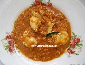 poached egg curry recipe, egg kuzhambu poached, udaithu oothiya muttai kuzhambu recipe, egg drop curry