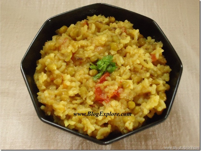 green moong dal khichdi, sabut moong dal khichdi recipe
