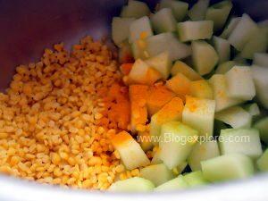 adding turmeric for chow chow kootu