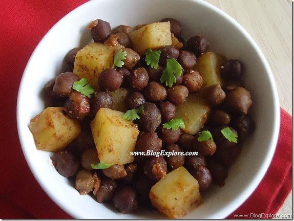 Aloo Kala Chana Chaat | Potato Chickpeas Chaat