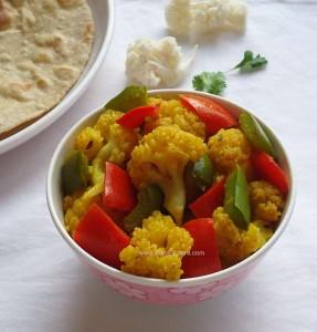 Cauliflower Capsicum Stir Fry / Gobi Shimla Mirch Sabzi