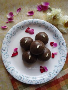 Ragi Peanut Ladoo / Finger Millet Flour and Peanuts Ladoo