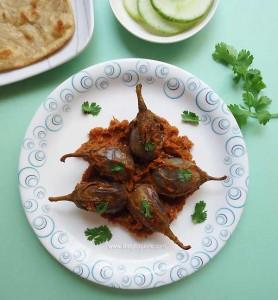 Gutti Vankaya Ulli Karam / Onion Stuffed Brinjal Curry