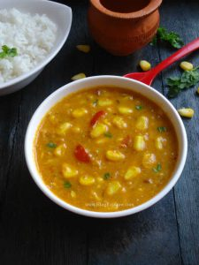 sweet corn curry recipe - sweet corn curry flavored with coconut milk and Indian spices