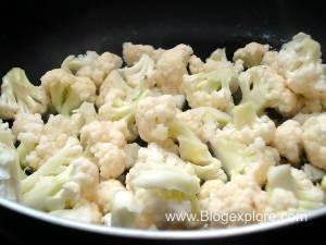 adding cauliflower to make gobi matar
