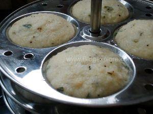 steamed instant rava idlis