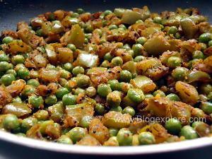 stir frying matar and bell pepper for green peas capsicum stir fry