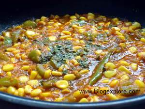 adding kasuri methi for corn capsicum curry